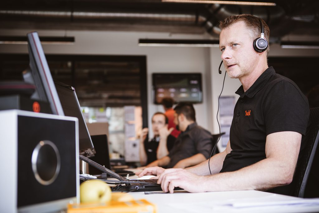 Teufel customer service professional