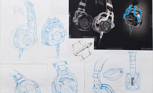 Sketches of Teufel's CAGE gaming headset