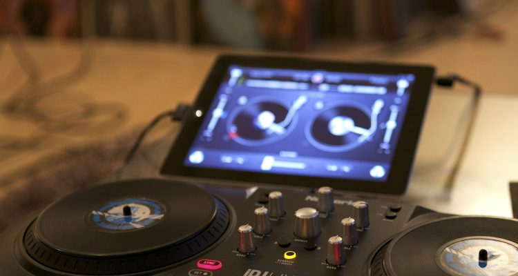 DJ apps: virtual turntables on your smartphone   Teufel blog