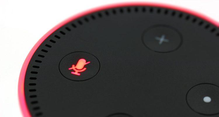 Nahaufnahme des Amazon Echo Dot Lautsprechers