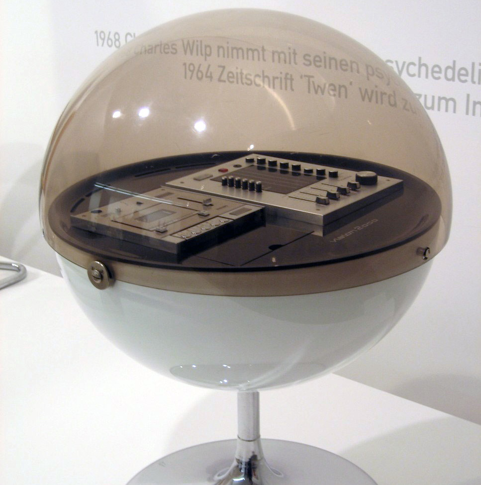 Round Stereo system Vision 2000 from 1971 with plastic casing