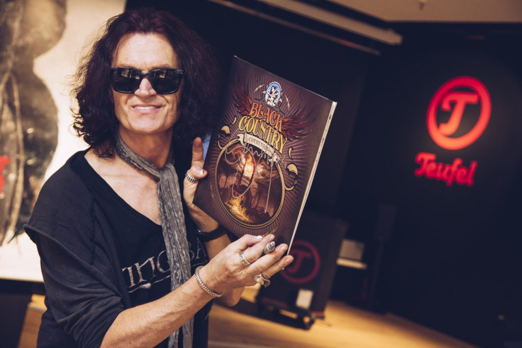 Glenn Hughes signing a Black Country Communion album